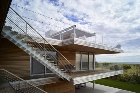 balcons et escalier extérieur - Ocean Deck House par Stelle Lomont Rouhani Architects - Bridgehampton, USA