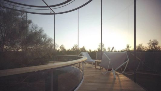 balustrade en bois circulaire - Glass-House par Aibek-Almassov - Kazakhstan