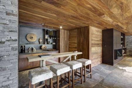 bar et tabourets - Casa MM par Elías Rizo Arquitectos - Mexique