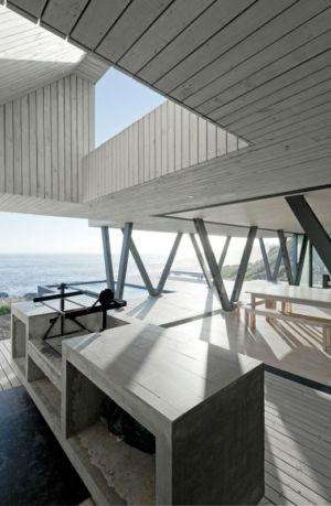 barbecue sur terrasse intérieure - Rambla House par LAND Arquitectos - Zapallar, Chili