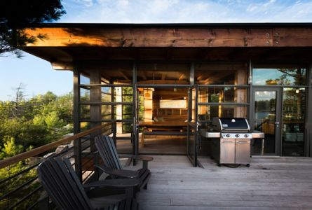 barbecue terrasse - Cottage Country par Core Architects - Baie géorgienne, Canada