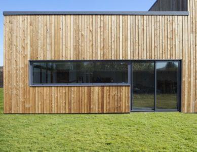 bardage bois - Maison ossature bois par Qbis architecture à Tourmignies (FR-59)
