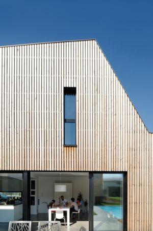 bardage bois façade - Maison bois béton par Ideaa architectures - Colmar, France - Photo Alain-Marc Oberlé