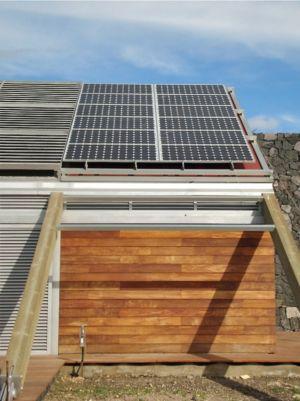 bardage et toiture photovoltaïque - The wall house - Jose Luis Rodriguez Gil - Espagne