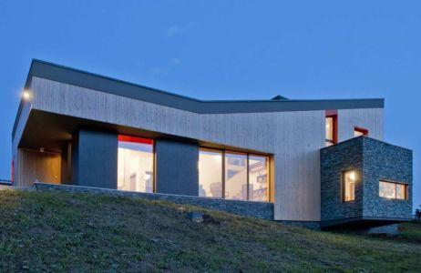 base fondation en pierres - Hajdo-House par Blipsz Architecture - Odorheiu Secuiesc, Roumanie