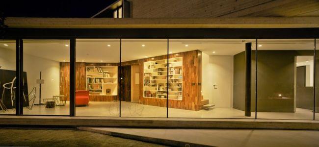 bibliothèque - Crossed House par Clavel Arquitectos - La Alcayna, Espagne
