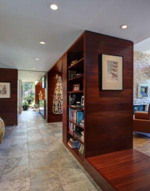 bibliothèque dans couloir - Rock River House par Bruns Architecture - Rockton, Usa