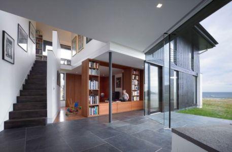 bibliothèque & escalier accès étage - White-House par WT-Architecture - Grishipoll, Ecosse