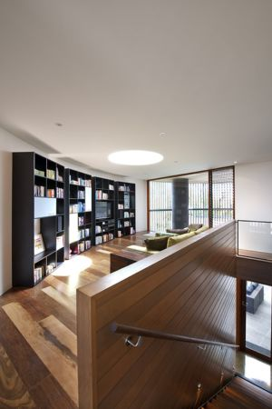 bibliothèque - maison bois contemporaine par Jackson Clements Burrows - Barwon Heads - Australie - Photos John Gollings