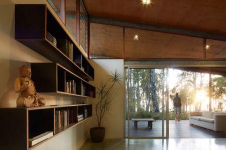 bibliothèque & vue façade terrasse - Bush-House par Archterra Architects - Margaret River, Australie