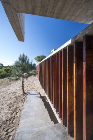 brise soleil - MR House par Luciano Kruk Arquitectos - La Esmeralda, Argentine