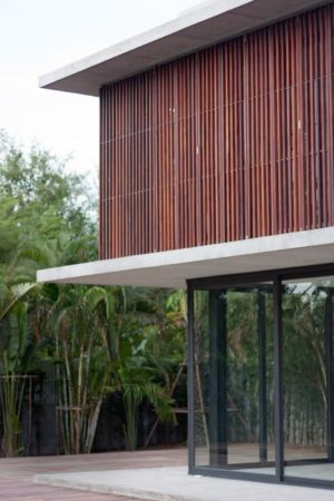 brise soleil étage - Swiss family house par Architectkidd - Bang Saray, Thaïlande