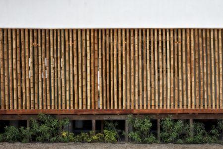 brise soleil en bambou - House in Playa del Carmen par YUPANA Arquitectos - Chincha Alta, Pérou