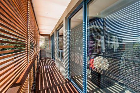 brise soleil et balcon - Aloe Ridge House par Metropole Architects - Kwa Zulu Natal, Afrique du Sud