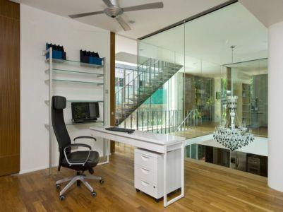 bureau à l'étage & lustre pour déco - Home-Walls par Mink Architects - Singapour