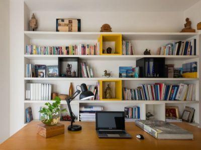 bureau & bibliothèque - NA-House par NatureArch Studio - HO Chi Minh, Vietnam