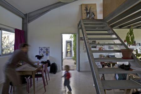 bureau et escalier - maison agence par hérard & da costa portada -Neuville-sur-Seine, France - photo philippe ruault