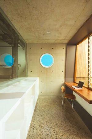 bureau et fenêtre hublot- maison exclusive par CplusC - Waverley, Australie