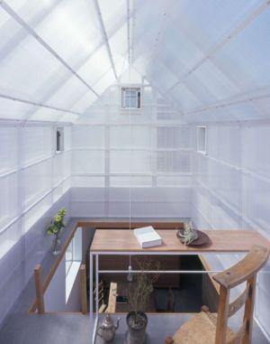 bureau surélevé - House-Yamasaki par Tato Architects-You Shimada - Hyogo,Japon