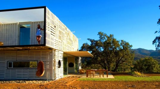 côté - Infiniski Manifesto House par james&mau arquitectura - Curacaví, Chili - photo Antonio Corcuera