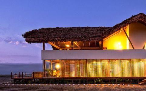 côté de nuit - House in Playa del Carmen par YUPANA Arquitectos - Chincha Alta, Pérou