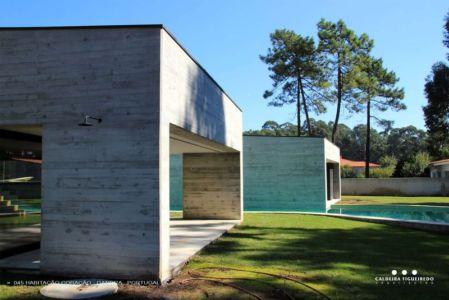 côté façade terrasse - Cardio House par Caldeira Figueiredo Arquitectos - Portugal