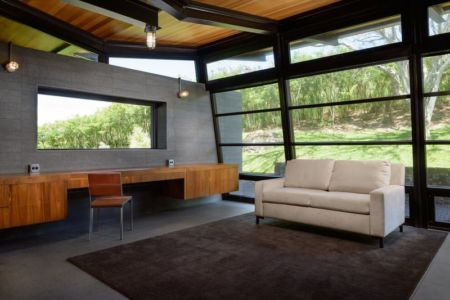 canapé salon secondaire - Kapalua-Home par Olson Kundig Kaprzycki Designs - Hawaï, USA