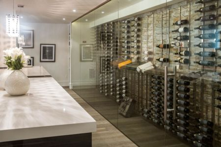 cave à vins - Ashley Park House par Barroso Homes - Toronto, Canada