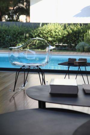 chaise design sur terrasse - A&A-House par WoArchitects - Athènes, Grèce