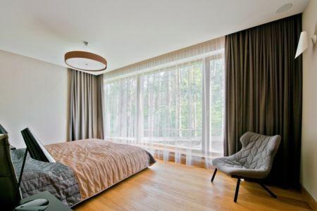 chambre - Modern Family House par 4PLIUS Architects - Vilnius, Lituanie