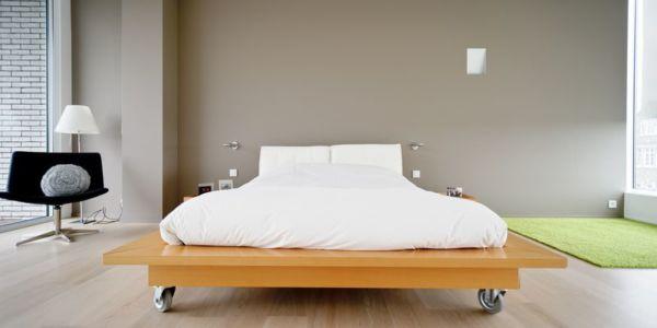 chambre avec lit sur roulettes - maison contemporaine par Luc Spits, Belgique