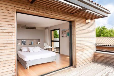 chambre & balcon bois étage - House-in-Lyon par Damien Carreres - Lyon, France