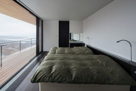 chambre & double lits- maison bois contemporaine par kidosaki-architects - Yutsugatake, Japon