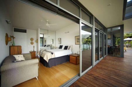 chambre et accès sur terrasse - Porotu Bach par studio MWA - Miritu Bay, New Zealand