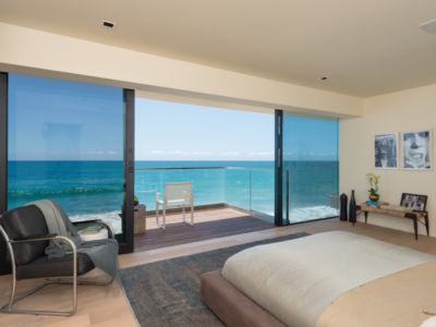 chambre et balcon - villa contemporaine à Malibu, Usa