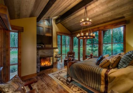 chambre et cheminée - chalet de luxe par Walton Architecture - Martis Camp, Usa