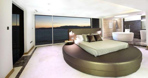 chambre et lit rond - New-Aloes à Gibraltar