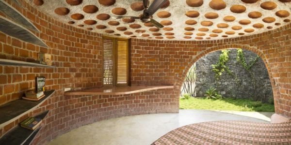 chambre et ouverture - Brick House par iStudio architecture - Wada, Inde