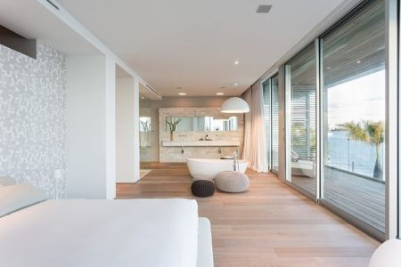 chambre et salle de bains - Peribere Residence par Max Strang Architecture - Biscayne Bay, Usa