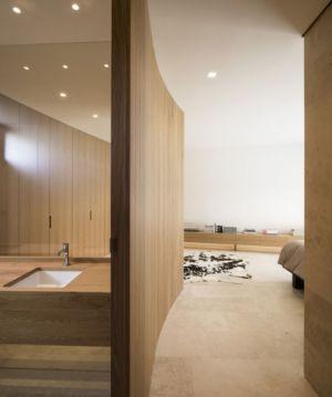 chambre et salle de bains - Vivienda en Son Vida par Negre Studio & Rambla 9 Arquitectura - Palma de Majorque, Espagne