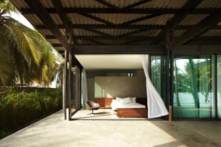 chambre et terrasse - Bambou pavillion par Koffi Diabat architectes - Assinie-Mafia, Côte d'Ivoire