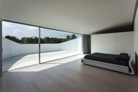 chambre et terrasse - Casa Balint par Fran Silvestre Arquitectos - Valence, Espagne