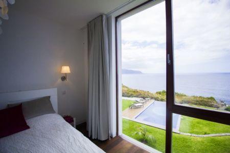 chambre et vue panoramique - Casa do Miradouro par Dirck Mayer - Ponta Delgada, Madère, Portugal