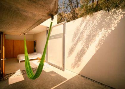 chambre & grande baie vitrée - Casa-Meztitla par EDAA - Tepoztlan, Mexique