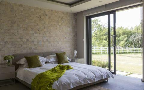 chambre & grande baie vitrée - House-in-Blair-Atholl par Nico van der Meulen Architectes - Johannesburg, Afrique du Sud