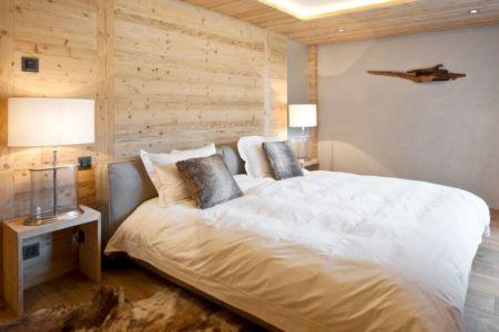 chambre & lampe de chevet - Rougemont-Residences Plusdesign - Rougemont, Suisse