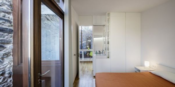 chambre principale - House-Without-Windows par Cubus - Lugo, Espagne