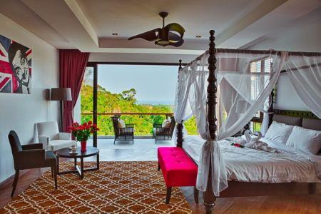 chambre principale et accès balcon - villa contemporaine - Phuket, Thaïlande