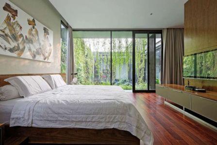 chambre principale & grande baie vitrée - Ben House-GP par Wahana Architects - Jakarta, Indonésie