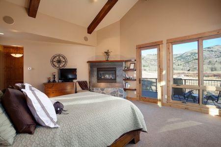 chambre principale - maison bois traditionnelle par Bill Rangitsch, Colorado, USA